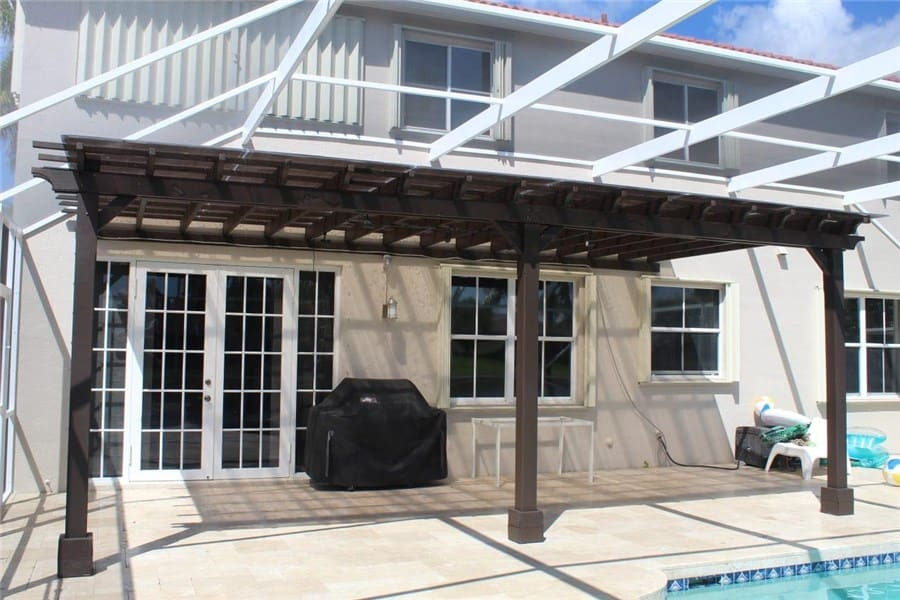Photo wooden pool enclosure by Florida Screen Repair